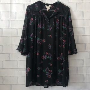Urban Outfitters | floral bell sleeve shift dress